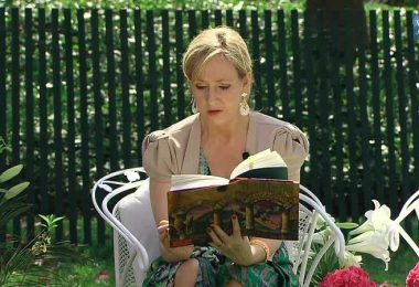 rowling_reading_book
