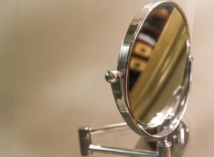 4 Best Wall Mounted Makeup Mirrors