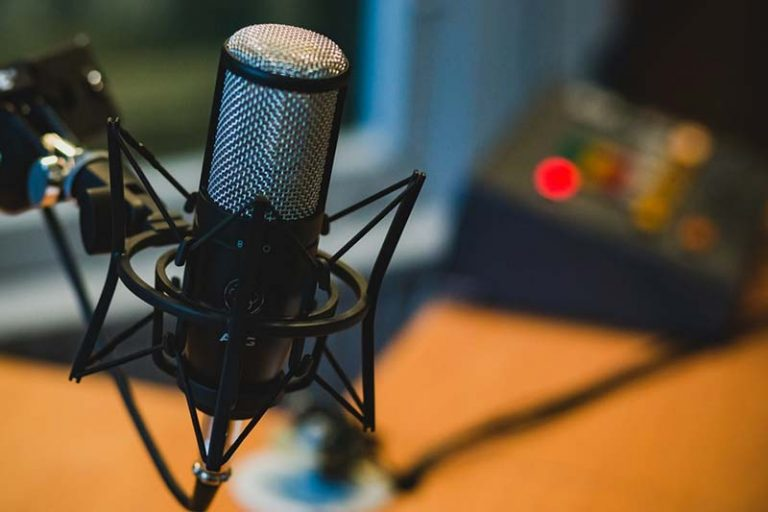 How To Start Your Podcast in 3 Easy Steps