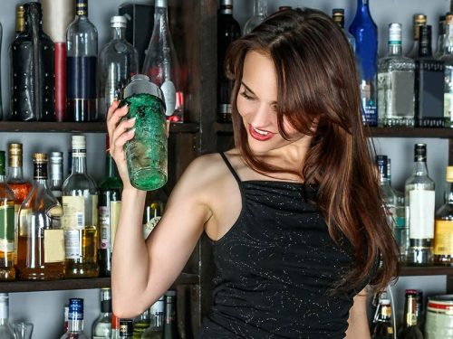 How To Deal With Your Girlfriend Being A Bartender?